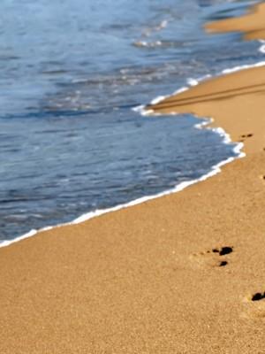 25. Pegadas na areia